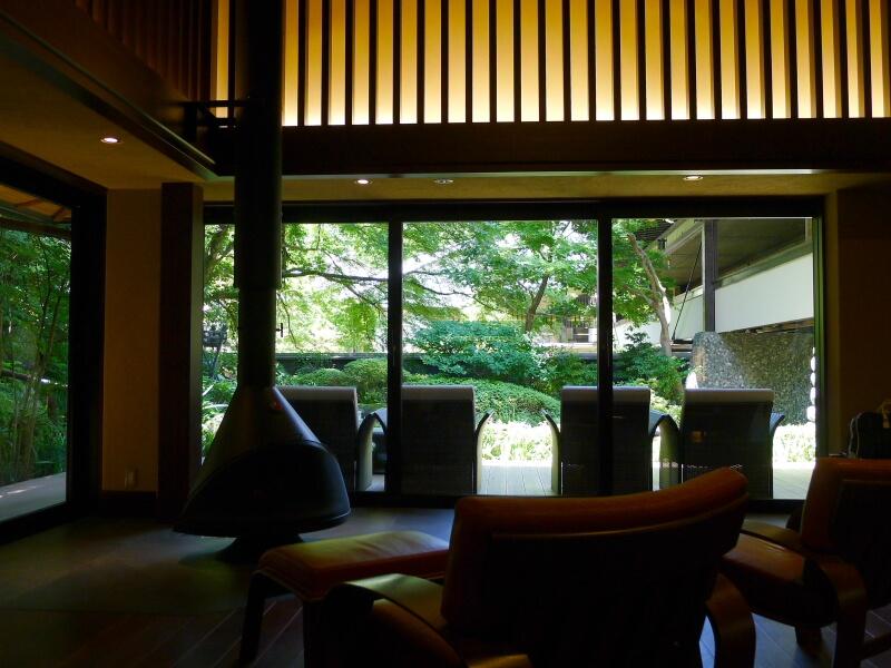 東府や Resort&Spa Izuの開放感あふれるロビー