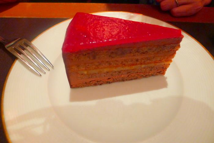 表参道カフェラントマンのディナーのデザート「ラントマントルテ」