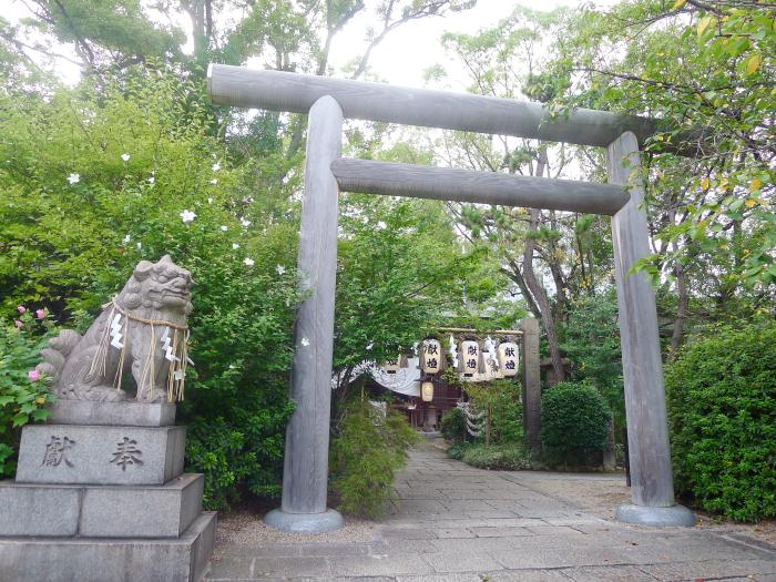 大阪堀越神社 鳥居と狛犬