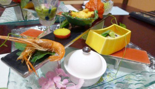 箱根・塔ノ沢温泉『山の茶屋』その②夕食編:豊富な品数と美しい盛付。口も目も大満足な季節の素材をふんだんに使った懐石料理です。