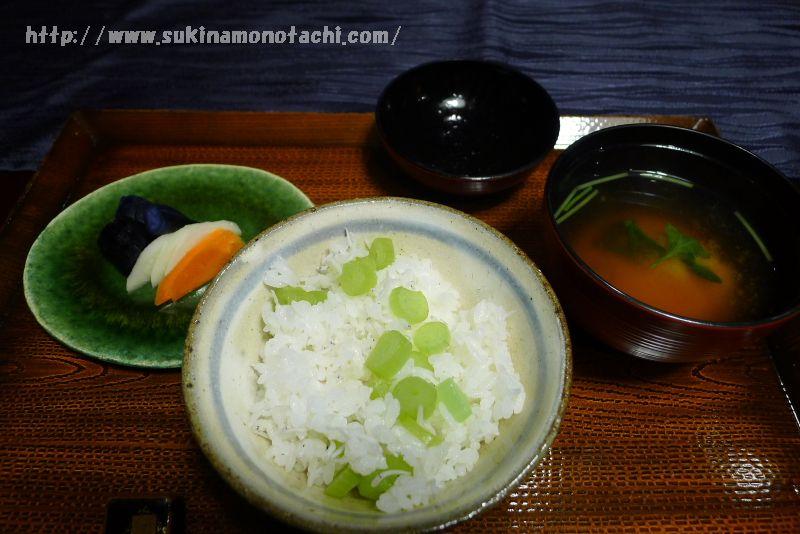 萃 sui-諏訪湖(すい すわこ)の個室食事処でいただく夕食  ふきとしらすの土鍋ごはん