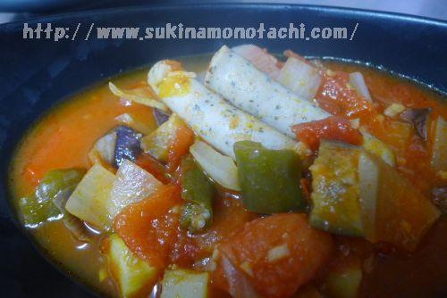 夏野菜たっぷりのラタトゥイユ。パスタにかけてもリゾットにしても美味しい。たくさん作って食べ方をアレンジするのが我が家の定番です。