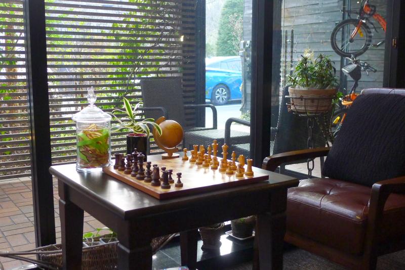 箱根仙石原温泉オーベルジュ漣のラウンジに置かれたチェス盤