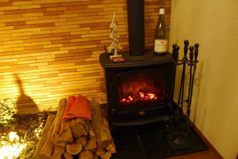 箱根仙石原温泉オーベルジュ漣のラウンジ脇の暖炉