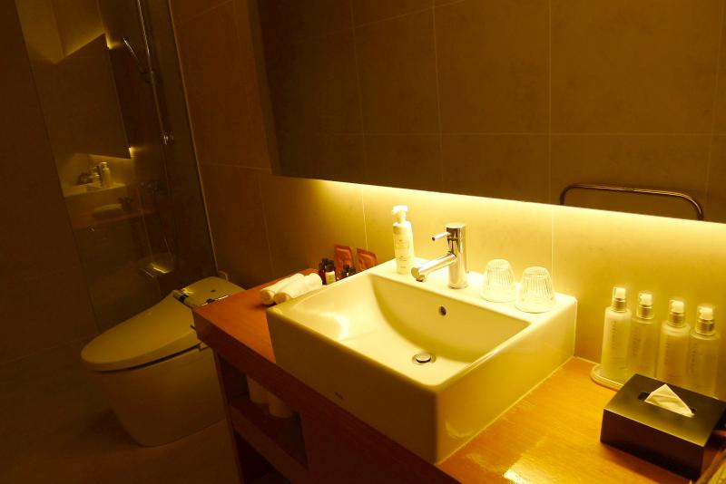 箱根仙石原温泉オーベルジュ漣で宿泊した専用露天風呂付き客室カモミールの水回り