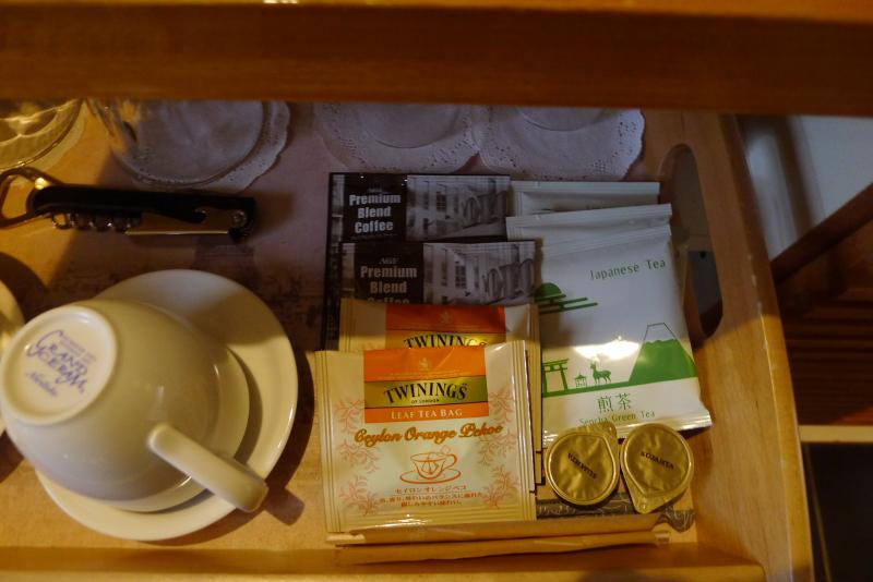 箱根仙石原温泉オーベルジュ漣で宿泊した専用露天風呂付き客室カモミールのお茶セット