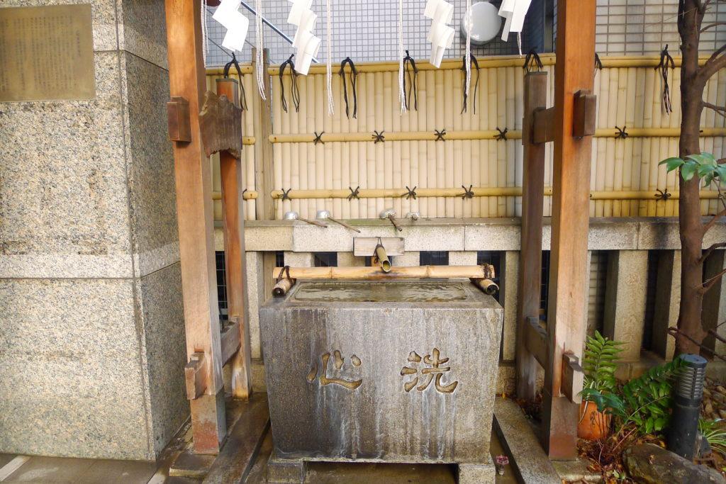 東京都中央区に鎮座する松嶋神社の手水舎
