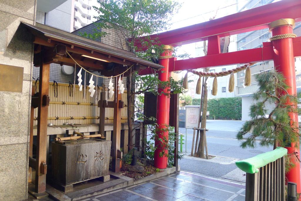 東京都中央区に鎮座する松嶋神社の境内