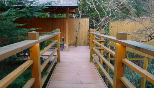 【箱根仙石原・オーベルジュ漣】橋を渡った先にある、雰囲気たっぷりの露天風呂にうっとり。2種類のお湯が楽しめます【大浴場編】