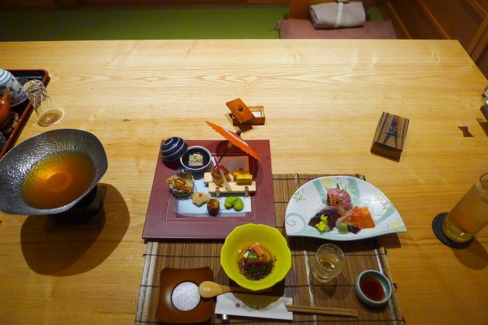 ねの湯 対山荘の夕食のテーブルセッティング