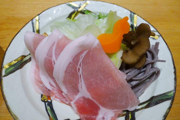 ねの湯 対山荘の夕食のもち豚ロース肉