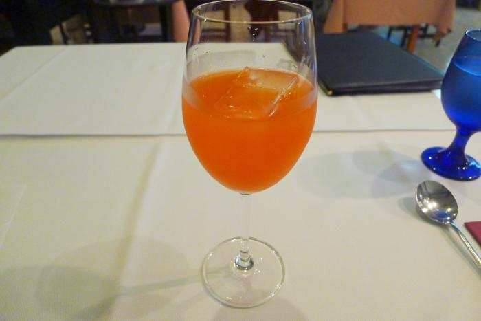 オーベルジュ湯楽のノンアルコールカクテルのベリービアンコ