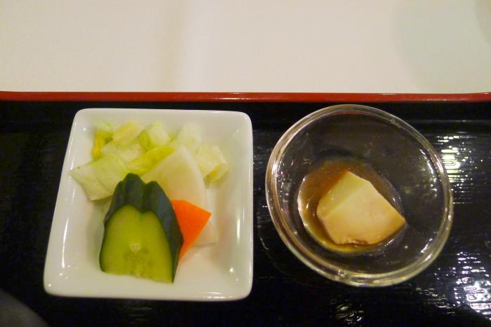 オーベルジュ湯楽のお漬物とチーズの醤油漬け