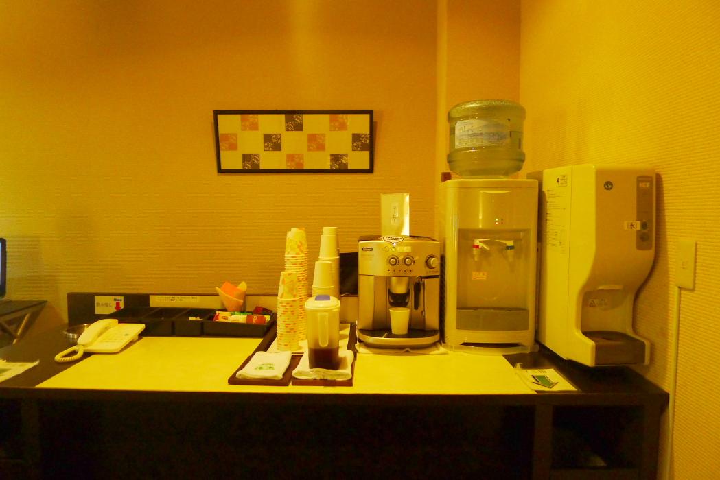 湯楽文庫のセルフコーヒーコーナー