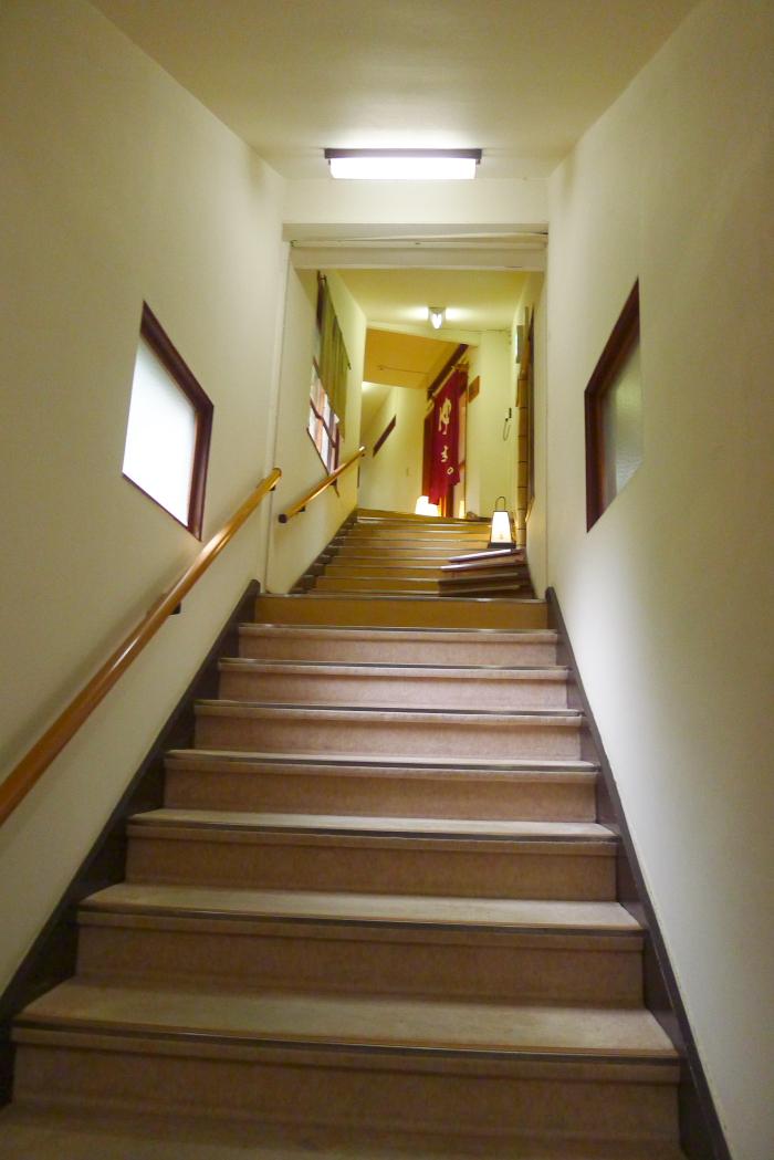オーベルジュ湯楽の三階へ向かう階段