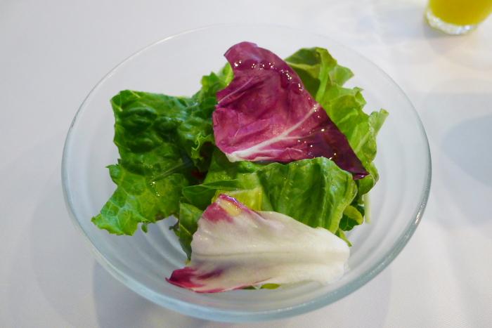オーベルジュ湯楽の朝食、有機野菜のサラダ