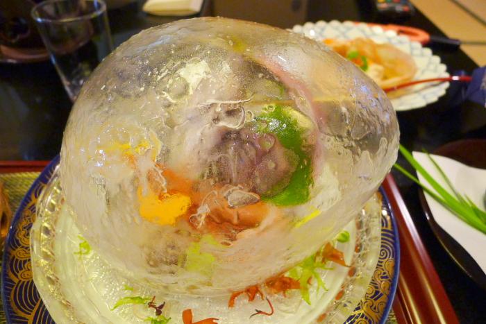 皆生温泉松月の夕食、氷で冷やされたお刺身