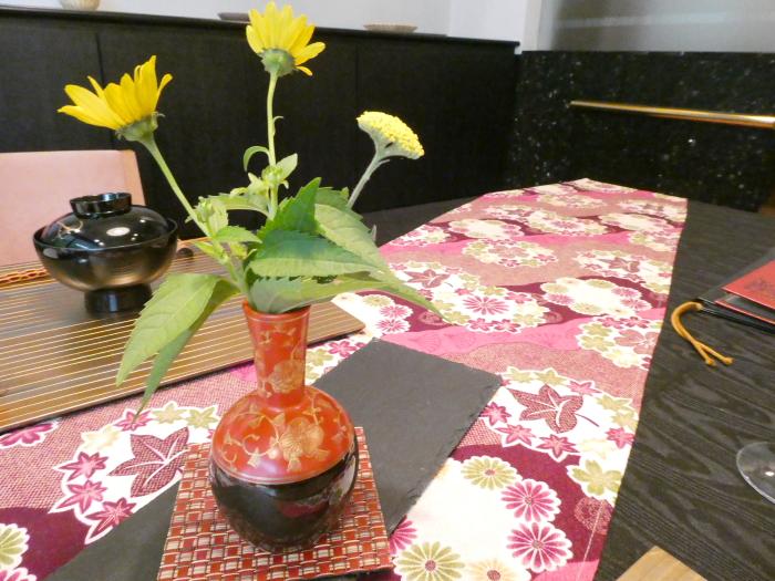 オーベルジュ鈴鐘_夕食のテーブルに飾られた花