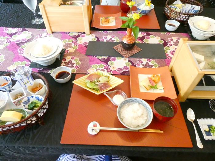 オーベルジュ鈴鐘_朝食のお料理が全部運ばれてきた時の全体写真