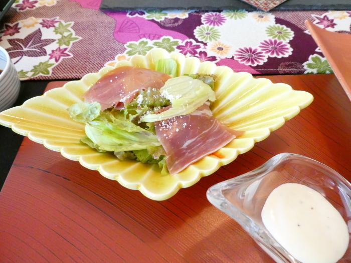 オーベルジュ鈴鐘_朝食の野菜サラダとシーザードレッシング