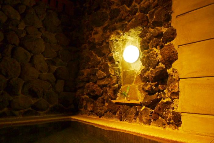 ねの湯対山荘_大浴場のライト