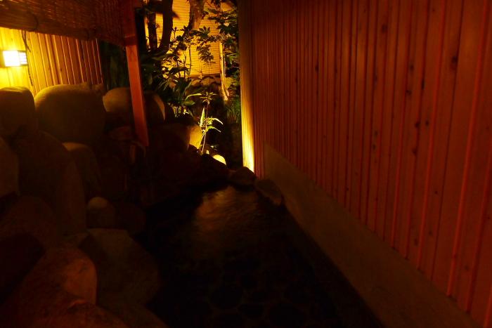 ねの湯対山荘_大浴場 夜の露天風呂
