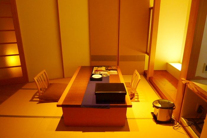 修善寺温泉_ねの湯対山荘_メゾネット式客室のテーブル