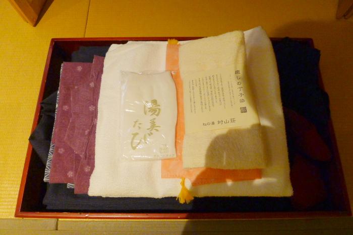 修善寺温泉_ねの湯対山荘_メゾネット式客室 浴衣とタオル