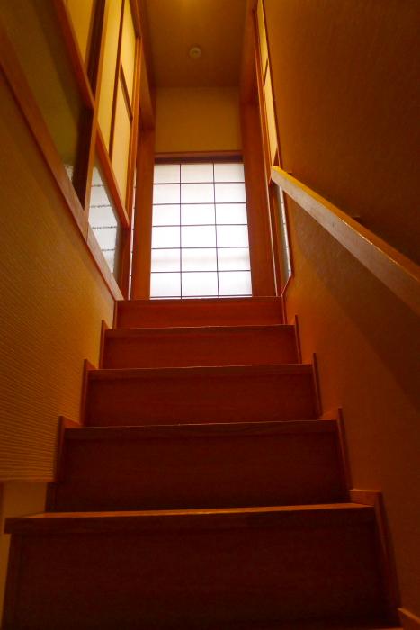 修善寺温泉_ねの湯対山荘_メゾネット式客室 2階へあがる階段