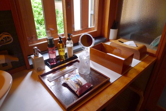 修善寺温泉_ねの湯対山荘_メゾネット式客室 洗面台とアメニティ