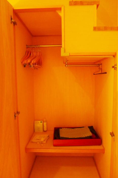 修善寺温泉_ねの湯対山荘_メゾネット式客室 階段下のクローゼット
