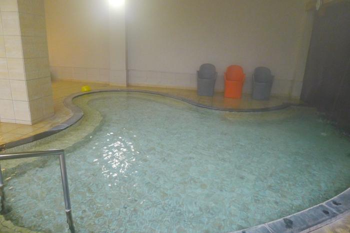 オーベルジュ湯楽の石造りの大浴場
