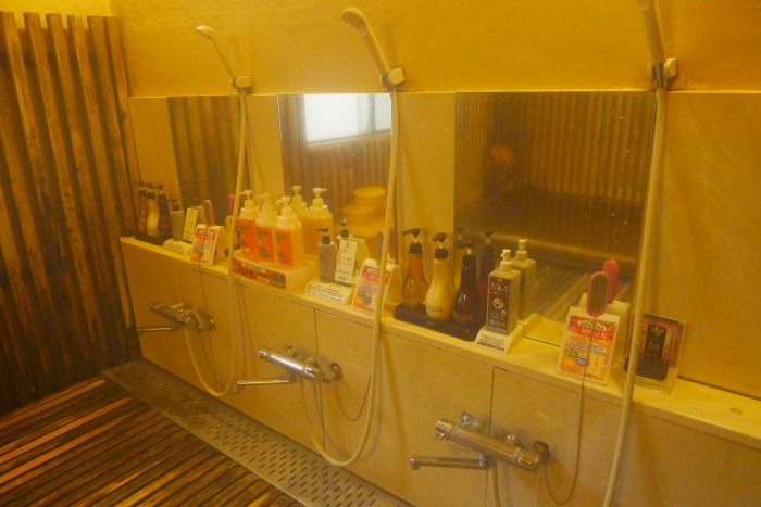 オーベルジュ湯楽の古代檜風呂の洗い場
