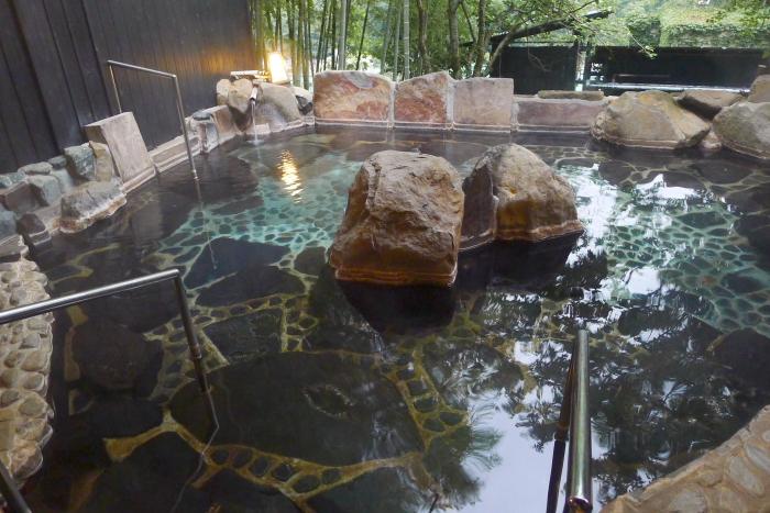 オーベルジュ湯楽 貸切露天風呂の20畳の露天風呂浴槽