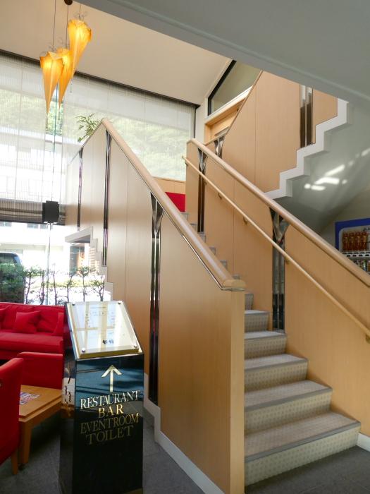 オーベルジュ鈴鐘のレストランに続く階段