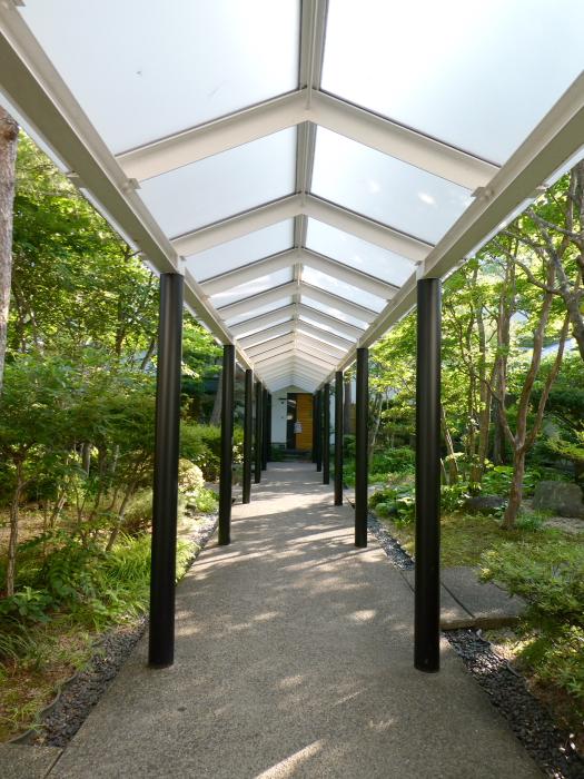 磐梯熱海温泉のオーベルジュ鈴鐘の客室に向かう通路