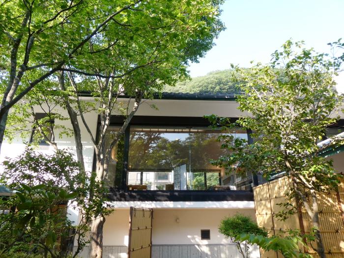 磐梯熱海温泉のオーベルジュ鈴鐘の中庭から見たレストラン