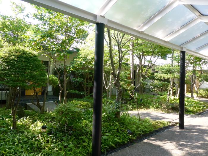 磐梯熱海温泉のオーベルジュ鈴鐘の中庭