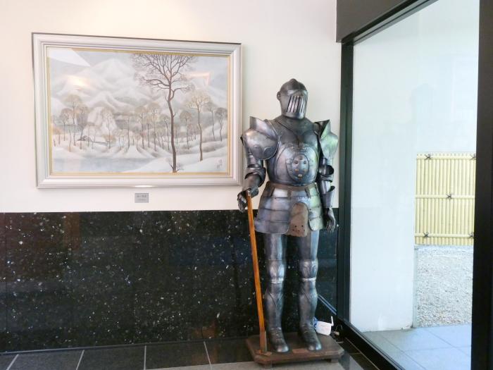 磐梯熱海温泉のオーベルジュ鈴鐘のロビーに置かれた鎧