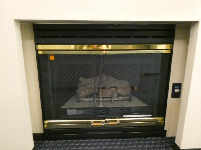 オーベルジュ鈴鐘_部屋(藍)リビングの暖炉