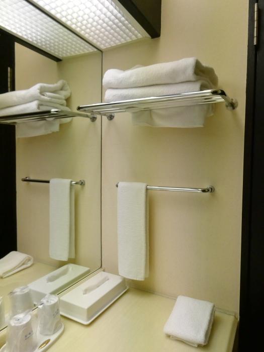 オーベルジュ鈴鐘_部屋の洗面台にあるタオル類