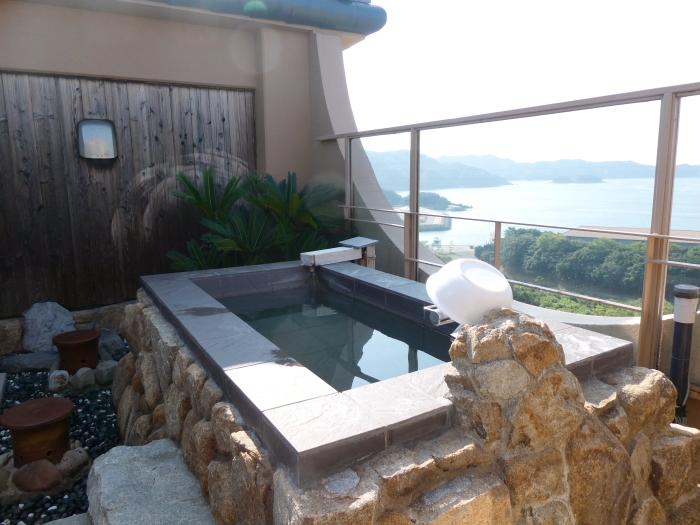 淡路島_うめ丸_露天風呂付き客室の屋上露天風呂