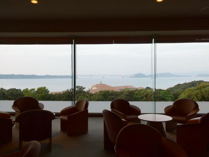 淡路島_うめ丸のラウンジから見える海