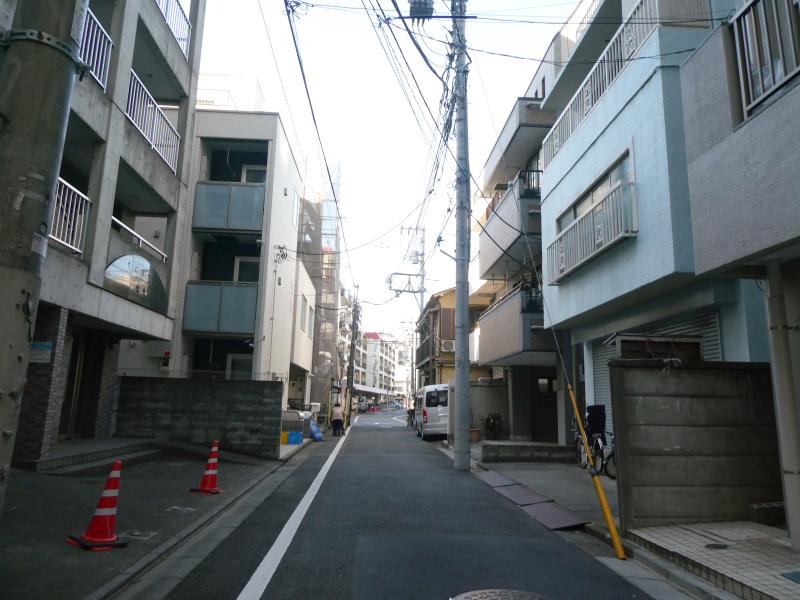 東京都板橋区大山にある純喫茶ピノキオに向かう住宅街を抜ける道