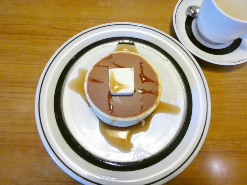 東京都板橋区大山にある純喫茶ピノキオの名物の極厚ホットケーキ