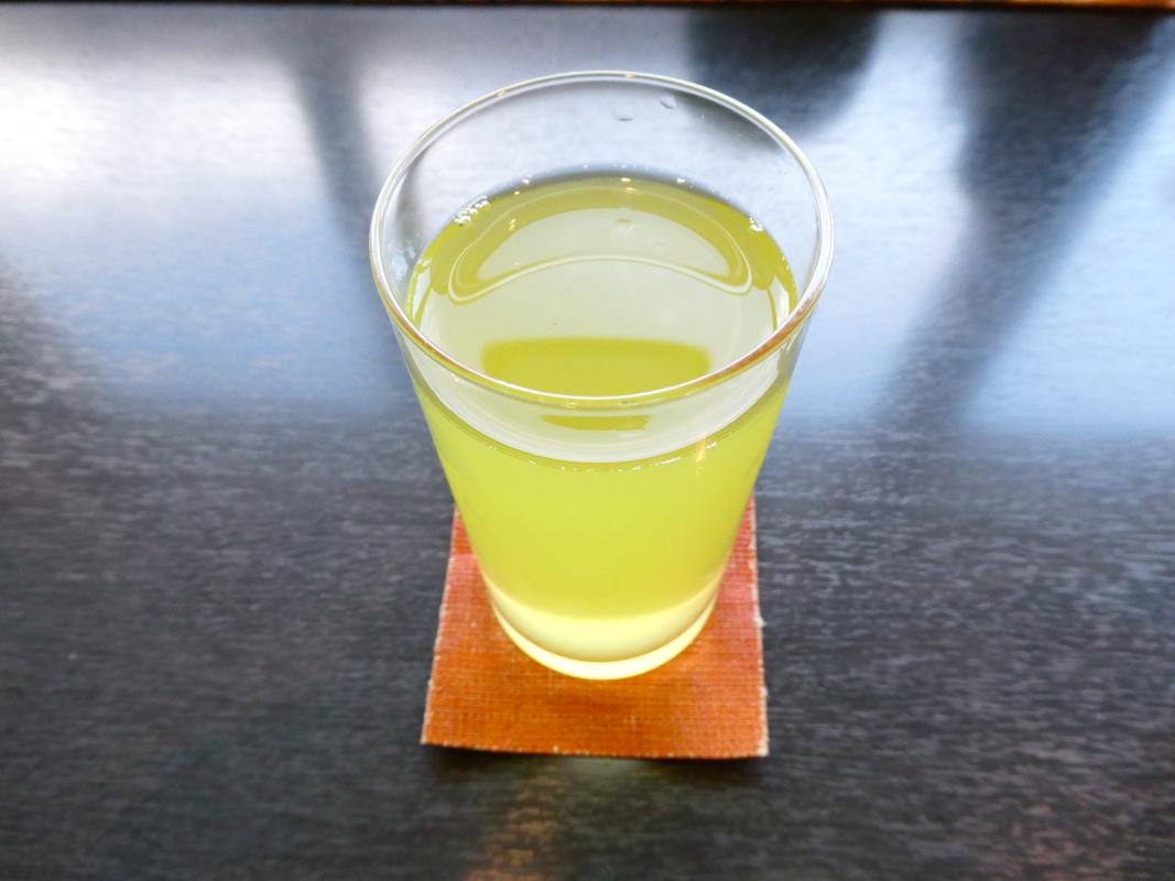 金沢カフェ 漆の実の緑茶