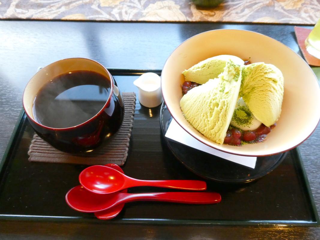 金沢の和カフェ「漆の実」の定番メニュー抹茶クリームぜんざい