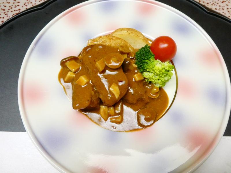 下田野の花亭こむらさきの夕食 伊豆牛のビーフストロガノブ