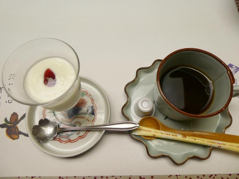 伊豆下田_野の花亭こむらさきの朝食 ヨーグルトとコーヒー