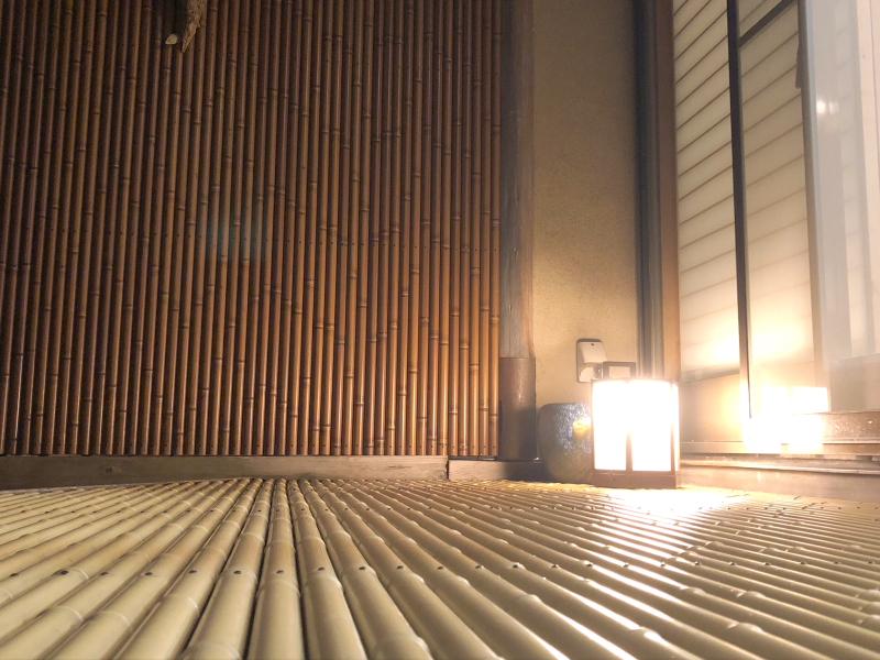 伊豆下田野の花亭こむらさきの「こぶし」の専用露天風呂のライト